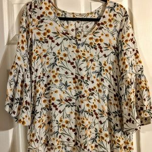 Artisan NY bell sleeve floral peasant blouse